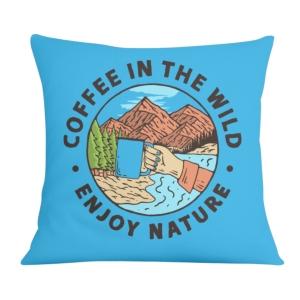 کوسن طرح لذت نوشیدن قهوه در طبیعت بکر